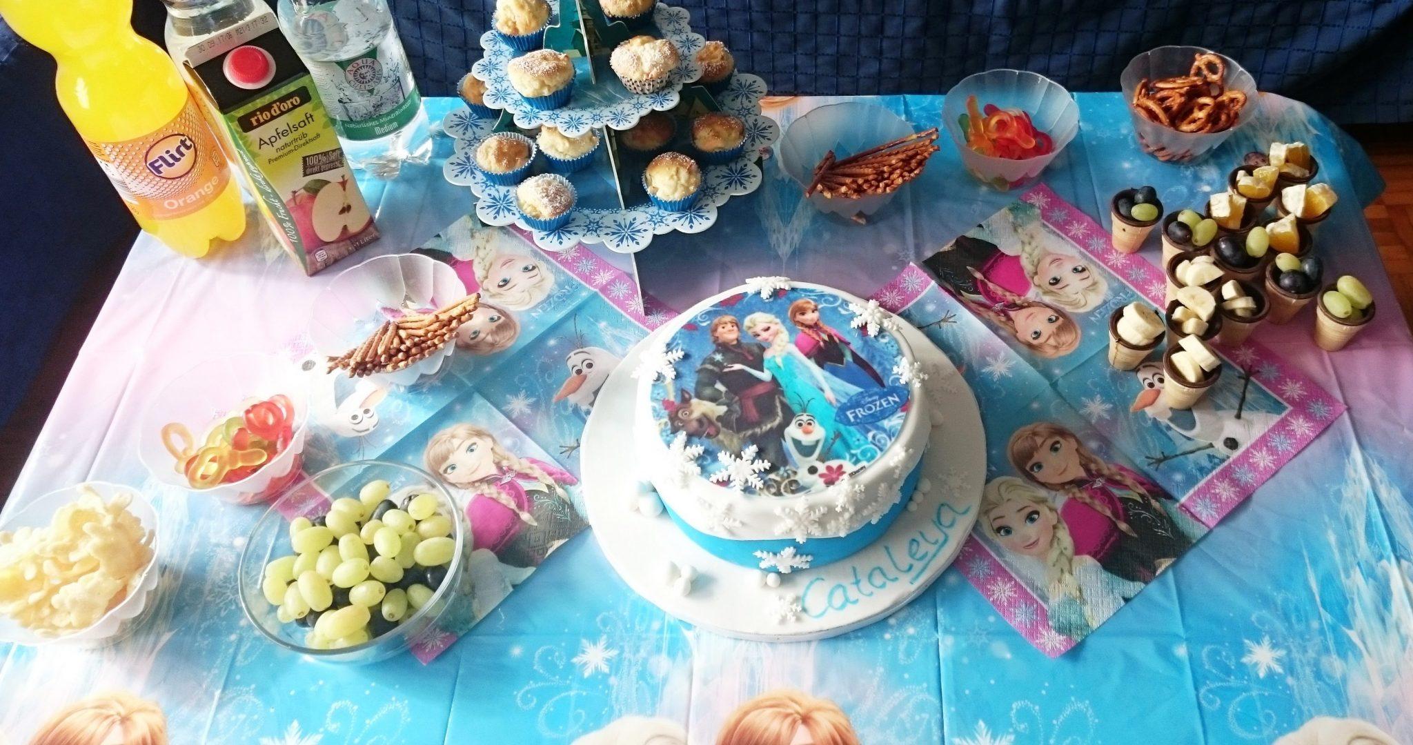 frozen motivtorte, eiskönigin torte, elsa torte, tortendeko eiskönigin, torte eiskönigin, eiskönigin torte selber machen, elsa torte rezept, puppen torte anleitung, eisköniginnen kuchen, fondant barbie torte, die eiskönigin torte rezept, barbie torte mit fondant anleitung, frozen torte, barbie kuchen selber machen