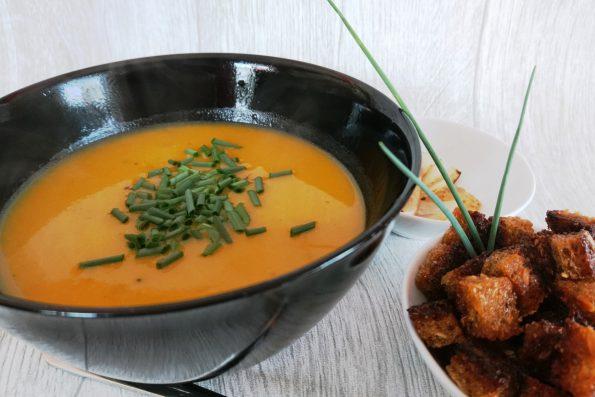 Kürbiscremesuppe, Kürbiscremesuppe Rezept, Kürbis Rezepte einfach, Welcher Kürbis für Suppe?, Suppen Rezepte, Rezept für Kürbissuppe, Kürbis Rezept vegetarisch, laktosefrei, einfache Kürbissuppe, Kürbissuppe Rezept