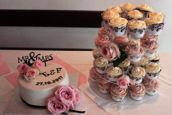 Hochzeit, Hochzeitstorte, Hochzeitstorte weiß, Torte mit echten Blumen, Cupcake Torte, Hochzeit Cupcakes