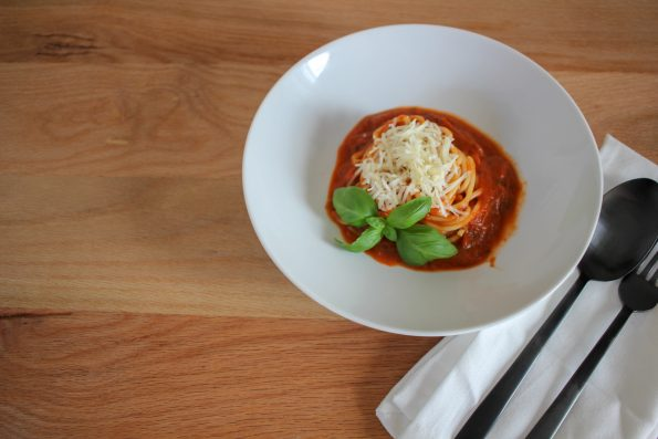 einfaches Rezept, schnelle Rezepte, Spaghetti mit Tomatensoße, Spaghetti mit Gemüsesoße, Spaghetti für Gemüseverweigerer, Kochen für Kinder