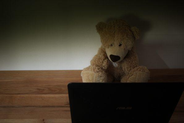 Gefahren im Internet, Gefahr für Kinder, Verbrechen im Internet, Wie erkläre ich meinem Kind die Gefahr im Internet, Onlinespiele, Chatroom, Kinder im Netz, Kindersuchmaschine, Kinder im Internet, Internet ABC, Kinderschutz im Internet, Kindersicherung Online