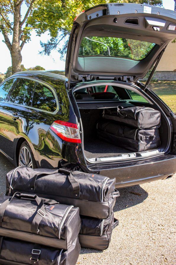 ADAC Auslandskrankenschutz, Auslandskrankenschutz, Reisen mit Kindern, Reisen mit dem Auto, Gepäck, wie packe ich richtig, Tipps für lange Autofahrten mit Kindern, mit Kindern in den Urlaub fahren, mit dem Auto in den Urlaub fahren, Auto, Peugeot, Peugeot 508 SW GT, Peugeot 508, Kombi, Fahrzeug, Reisetaschen, Reisetasche maßanfertigung, Kofferraum, packen