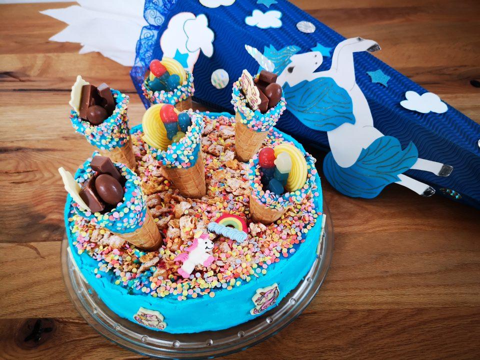 Einfache Torte zur Einschulung - Schultütenkuchen - Motivtorte - Motivtorte zur Einschulung, 1 Schultag, schnelle Torte zur Einschulung, Torte zur Einschulung, Schultüten Kuchen, Einschulungstorte für Mädchen, Einschulungstorte für Jungs, Einschulungskuchen für Jungs