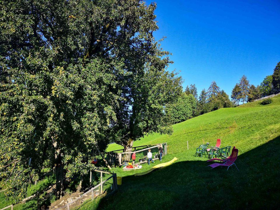 Almwelt Austria - Familienurlaub im Hüttendorf in Schladming (Steiermark) - Beitragsbild - Familienurlaub, Familienreise, Reisen mit Kindern, Österreich, Austria, Hüttendorf, Urlaub im Hüttendorf, Urlaub in den Bergen