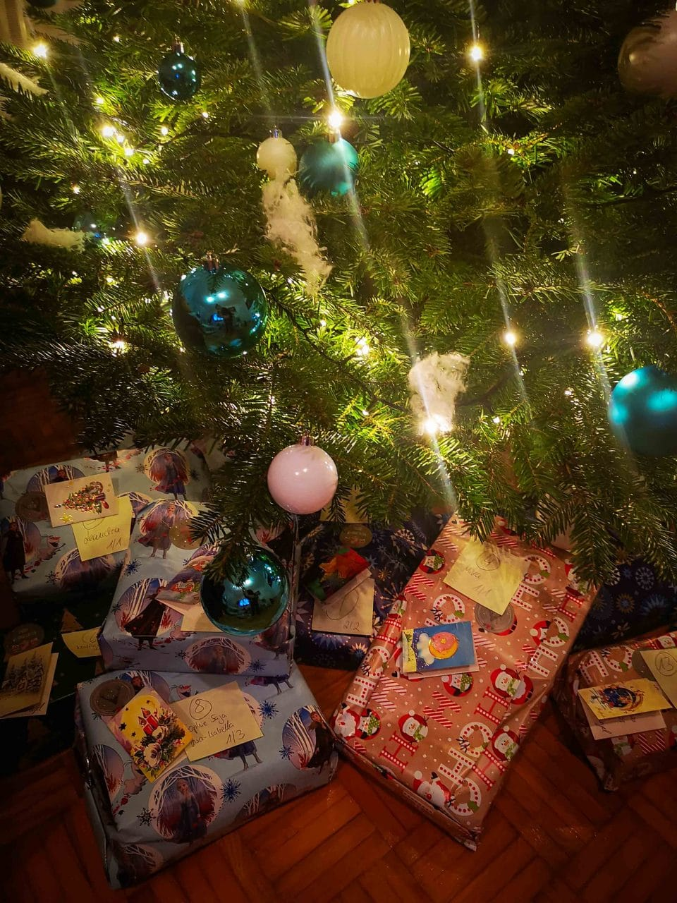 Weihnachtsengel für bedürftige Kinder, 90 Weihnachtsgeschenke für bedürftige Kinder