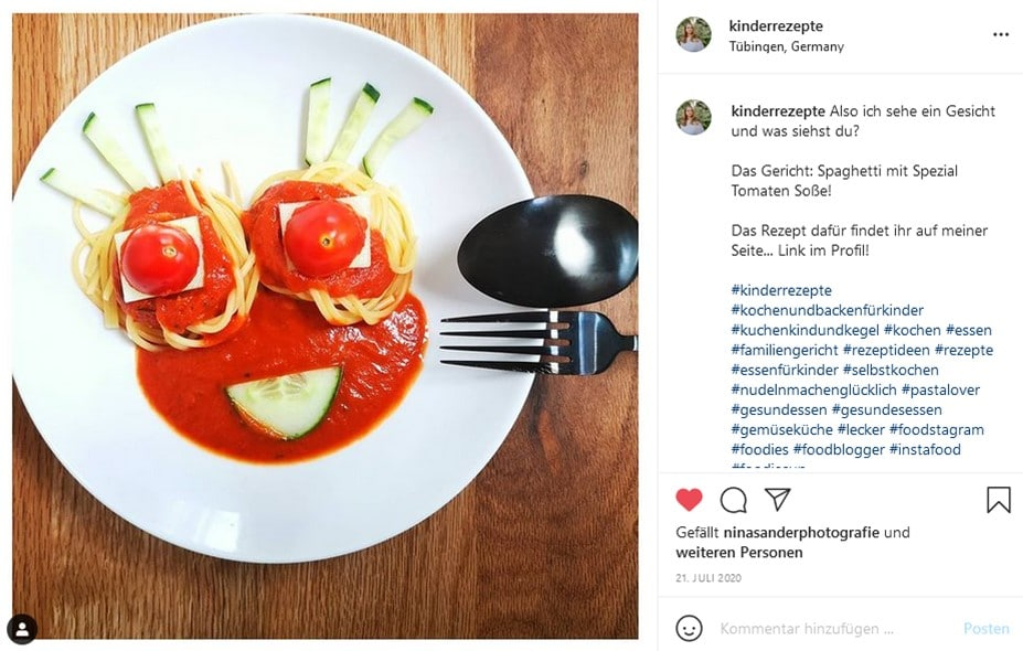 Spaghetti-mit-Tomatensosse-Foodart-Foodart-fuer-Kinder-Kinderteller-Kinderteller-anrichten